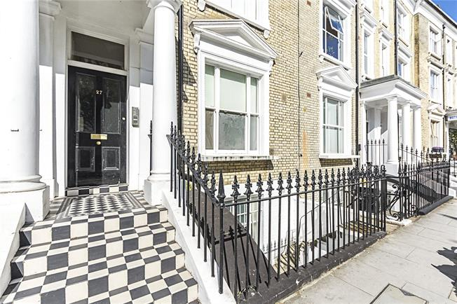 Asking Price £825,000, 2 Bedroom Flat For Sale in London, SW5