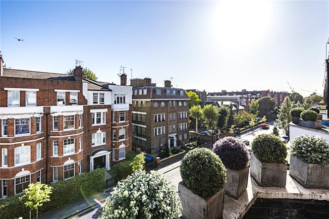 Asking Price £1,075,000, 3 Bedroom Flat For Sale in London, SW3