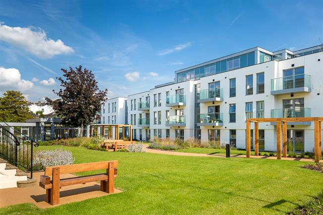 Asking Price £360,000, 2 Bedroom Flat For Sale in Cheltenham, Gloucestershi, GL50