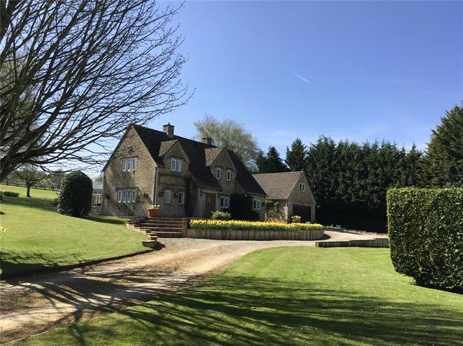 Guide Price £1,050,000, 5 Bedroom Detached House For Sale in Andoversford, GL54