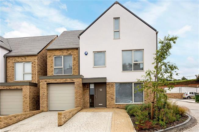 Guide Price £735,000, 5 Bedroom Detached House For Sale in Cheltenham, GL53