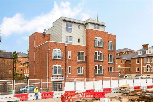 Asking Price £265,000, 2 Bedroom Flat For Sale in Cheltenham, GL50