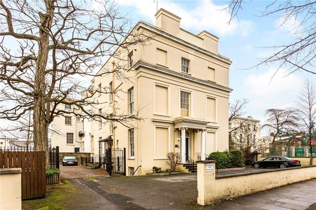 Guide Price £165,000, 1 Bedroom Flat For Sale in Cheltenham, Gloucestershi, GL52