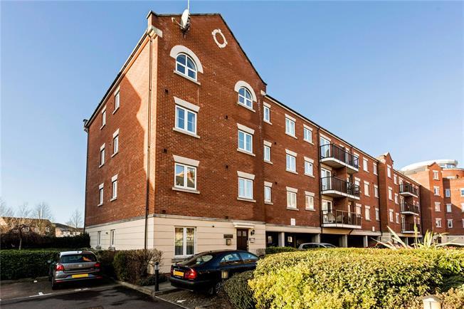 Guide Price £179,950, 2 Bedroom Flat For Sale in Cheltenham, GL50