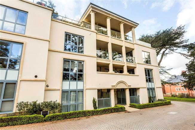 Asking Price £675,000, 2 Bedroom Flat For Sale in Cheltenham, GL53