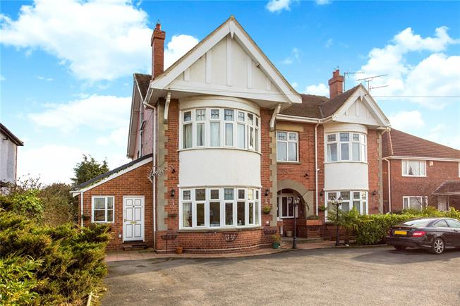 Guide Price £700,000, 11 Bedroom Detached House For Sale in Gloucestershire, GL52