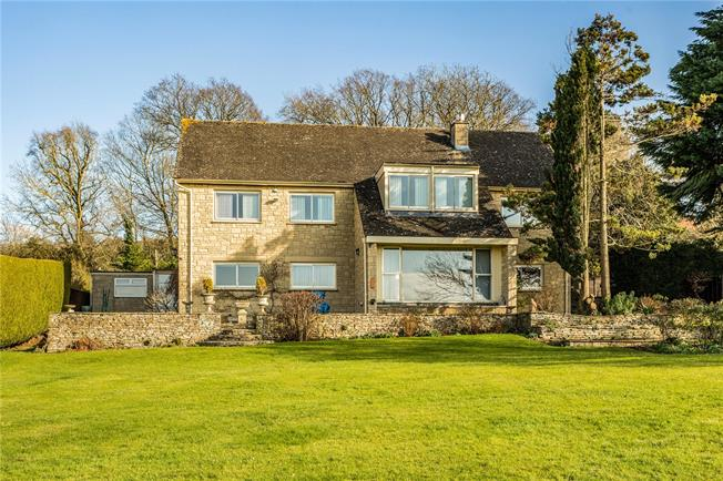Guide Price £985,000, 5 Bedroom Detached House For Sale in Cheltenham, Gloucestershi, GL52