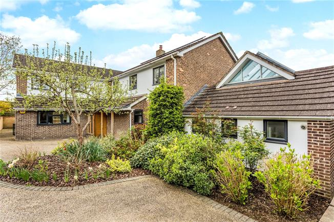 Asking Price £1,390,000, 5 Bedroom Detached House For Sale in Gloucestershire, GL52