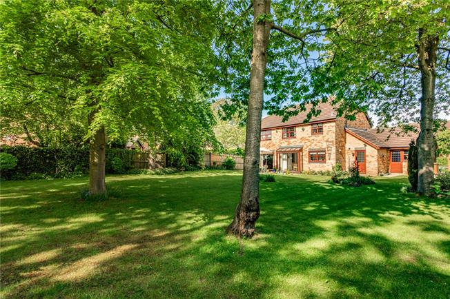 Guide Price £725,000, 4 Bedroom Detached House For Sale in Cheltenham, GL51
