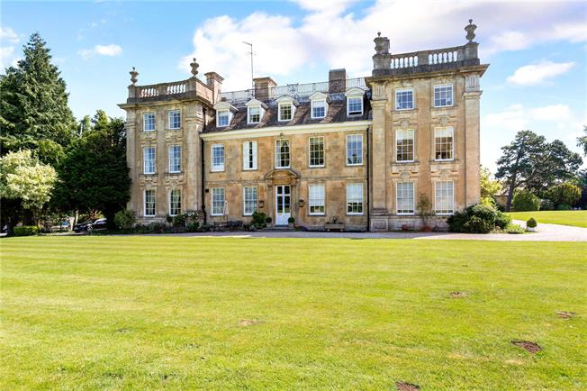 Guide Price £395,000, 3 Bedroom Flat For Sale in Whittington, GL54