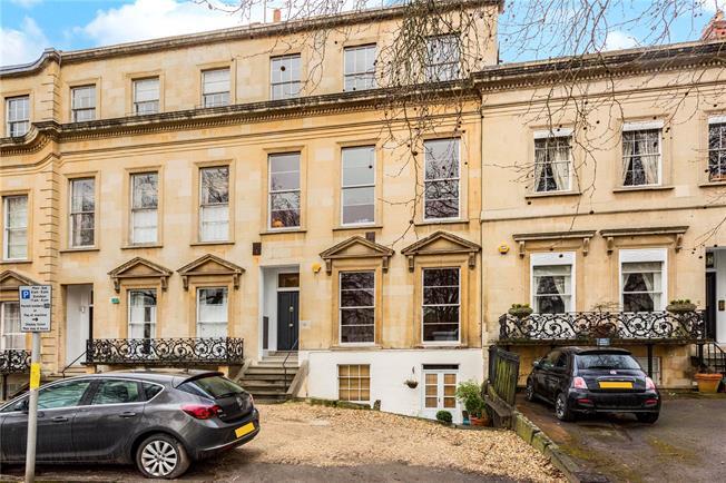 Guide Price £400,000, 2 Bedroom Flat For Sale in Cheltenham, GL50