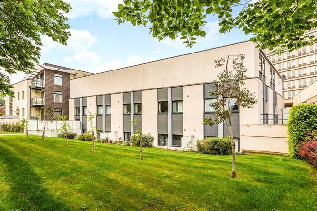 Guide Price £205,000, 1 Bedroom Flat For Sale in Cheltenham, GL50