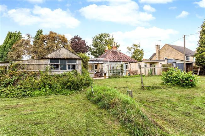 Asking Price £450,000, 3 Bedroom Bungalow For Sale in Tewkesbury, Gloucestershi, GL20