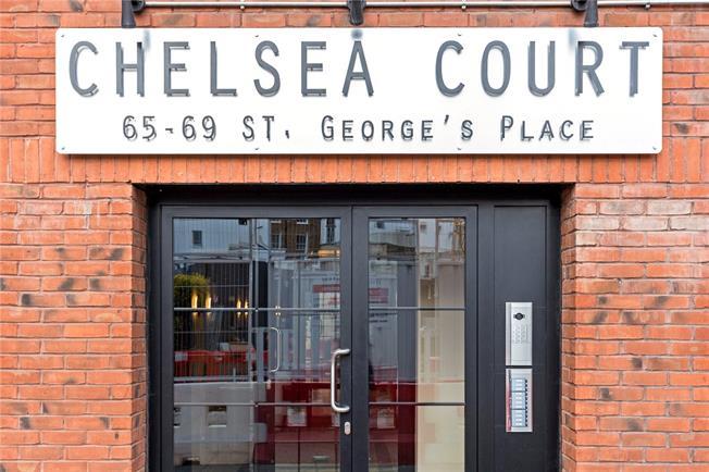 Guide Price £239,950, 2 Bedroom Flat For Sale in Cheltenham, GL50