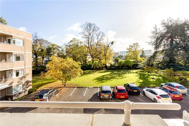 Guide Price £300,000, 3 Bedroom Flat For Sale in Cheltenham, Gloucestershi, GL50