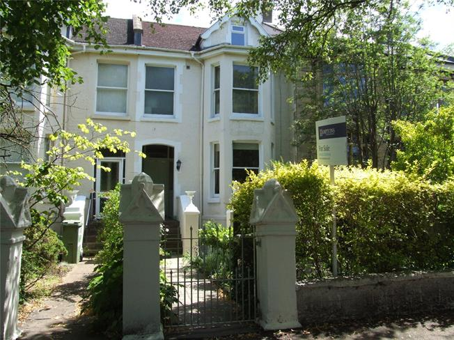 Guide Price £750,000, 5 Bedroom Terraced House For Sale in Gloucestershire, GL53