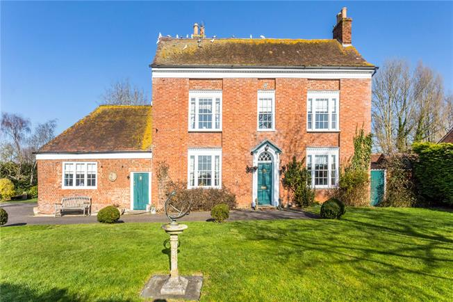 Guide Price £900,000, 4 Bedroom Detached House For Sale in Tewkesbury, GL20