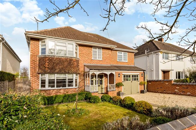 Guide Price £825,000, 5 Bedroom Detached House For Sale in Gloucestershire, GL51