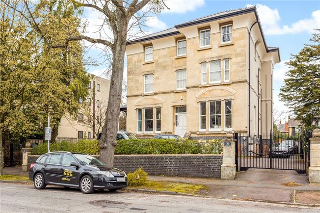 Guide Price £450,000, 2 Bedroom Flat For Sale in Cheltenham, Gloucestershi, GL50