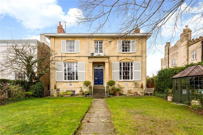 4 Bedroom Detached House For Sale in Gloucestershire for