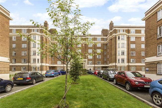 Guide Price £235,000, 3 Bedroom Flat For Sale in Cheltenham, GL50