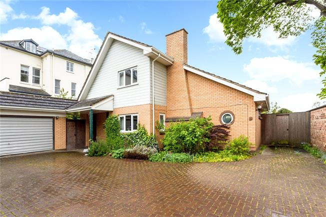 Guide Price £720,000, 3 Bedroom Detached House For Sale in Cheltenham, GL53
