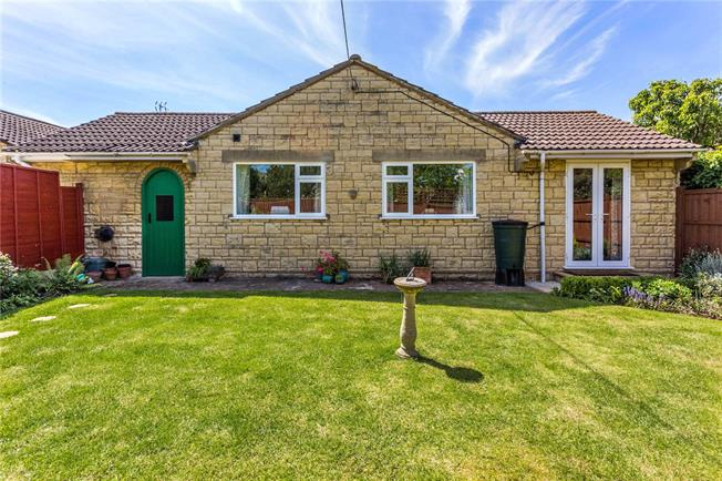 Guide Price £300,000, 3 Bedroom Bungalow For Sale in Tewkesbury, Gloucestershi, GL20