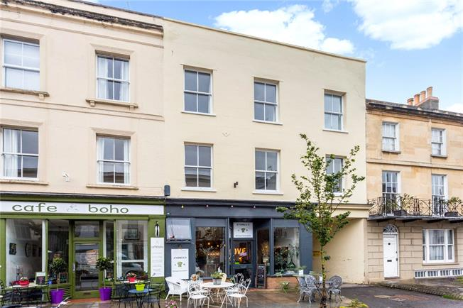 Guide Price £325,000, 3 Bedroom Flat For Sale in Gloucestershire, GL50