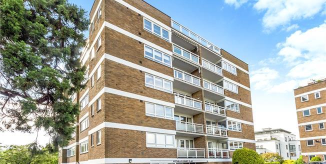 Guide Price £385,000, 3 Bedroom Flat For Sale in Cheltenham, Gloucestershi, GL52