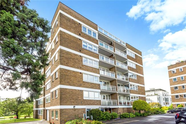 Guide Price £400,000, 3 Bedroom Flat For Sale in Cheltenham, GL52