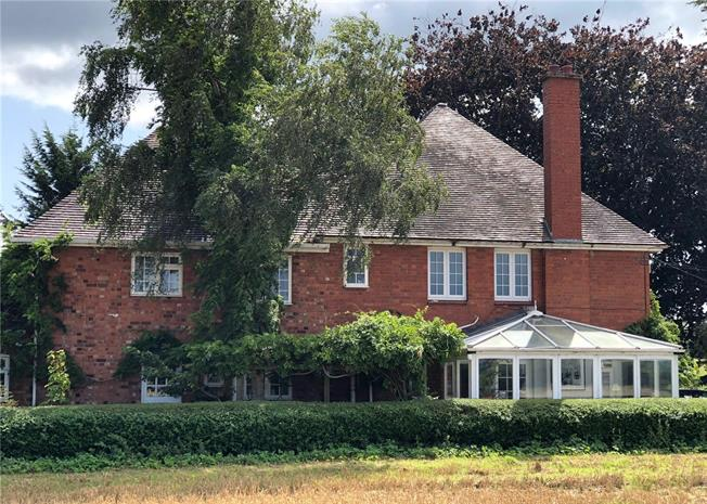 Guide Price £675,000, 6 Bedroom Detached House For Sale in Tewkesbury, Gloucestershi, GL20