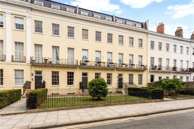 Guide Price £550,000, 3 Bedroom Flat For Sale in Cheltenham, GL52