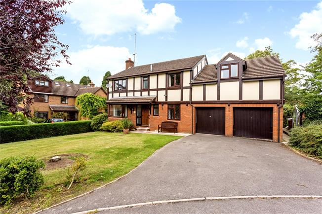 Guide Price £800,000, 5 Bedroom Detached House For Sale in Cheltenham, Gloucestershi, GL53