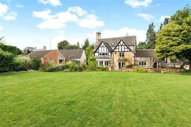 Guide Price £1,000,000, 3 Bedroom Detached House For Sale in Winchcombe, GL54