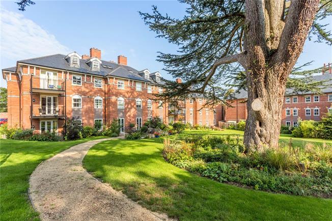 Guide Price £435,000, 2 Bedroom Flat For Sale in Sandford Road, Cheltenham, GL53