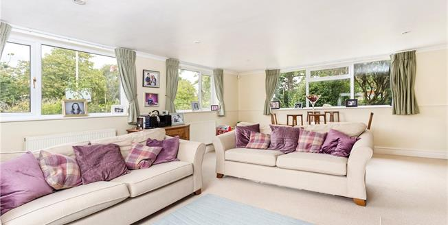 Guide Price £795,000, 4 Bedroom Detached House For Sale in Gloucestershire, GL53