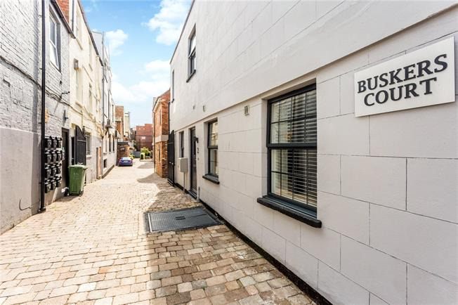 Guide Price £175,000, 1 Bedroom Flat For Sale in Gloucestershire, GL52