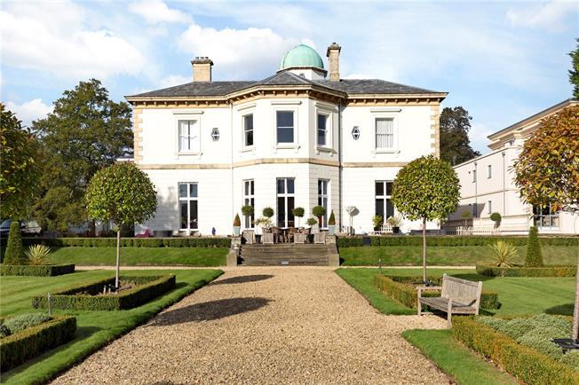 Guide Price £1,075,000, 3 Bedroom Flat For Sale in Cheltenham, Gloucestershi, GL53
