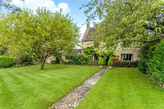 Guide Price £800,000, 4 Bedroom Detached House For Sale in Cheltenham, Gloucestershi, GL52
