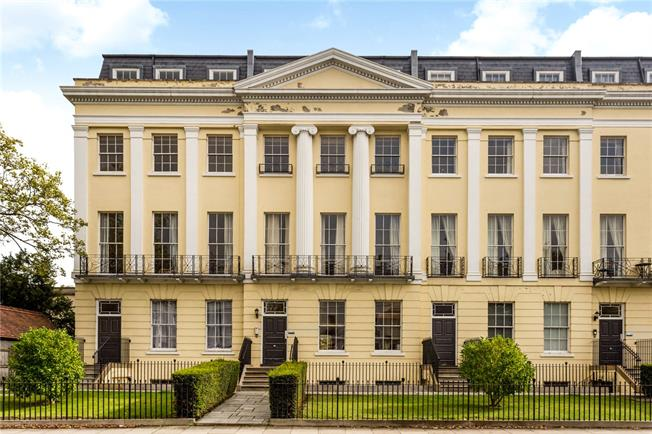 Guide Price £335,000, 2 Bedroom Flat For Sale in Cheltenham, Gloucestershi, GL52