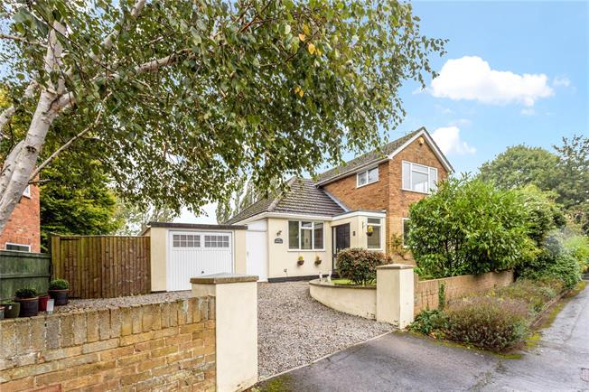 Guide Price £775,000, 4 Bedroom Detached House For Sale in Cheltenham, Gloucestershi, GL53
