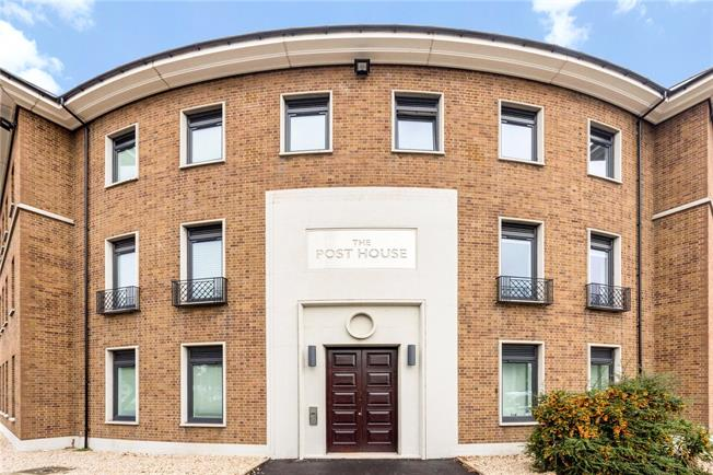 Guide Price £177,000, 2 Bedroom Flat For Sale in Gloucestershire, GL4