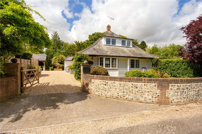 Guide Price £800,000, 4 Bedroom Detached House For Sale in West Sussex, PO18