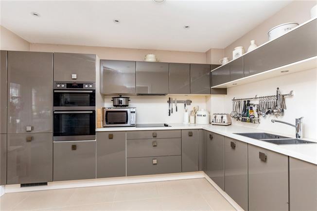 Guide Price £365,000, 4 Bedroom Semi Detached House For Sale in Bognor Regis, PO21