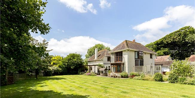 Guide Price £875,000, 4 Bedroom Detached House For Sale in Littlehampton, West Susse, BN17