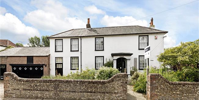 Guide Price £750,000, 5 Bedroom Detached House For Sale in Chichester, PO19