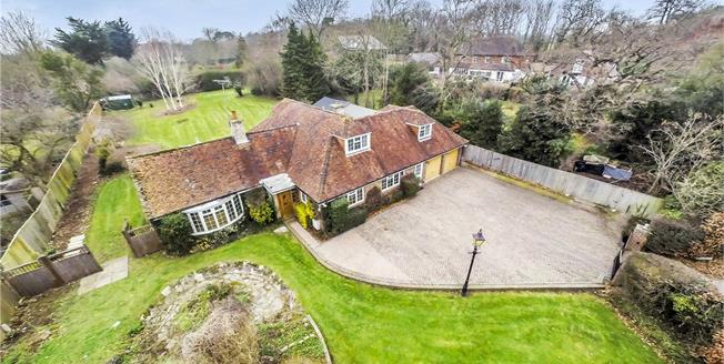 Guide Price £850,000, 4 Bedroom Detached House For Sale in Chichester, PO19