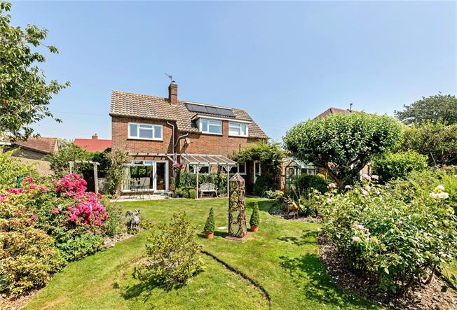 Guide Price £625,000, 3 Bedroom Detached House For Sale in Chichester, PO19