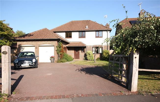 Guide Price £750,000, 4 Bedroom Detached House For Sale in West Sussex, PO19