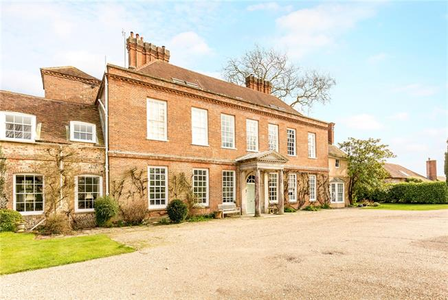 Guide Price £465,000, 2 Bedroom Flat For Sale in Chichester, West Sussex, PO18